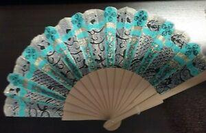 Ventaglio-in-tessuto-con-disegni-neri-e-striature-azzurre-art-123