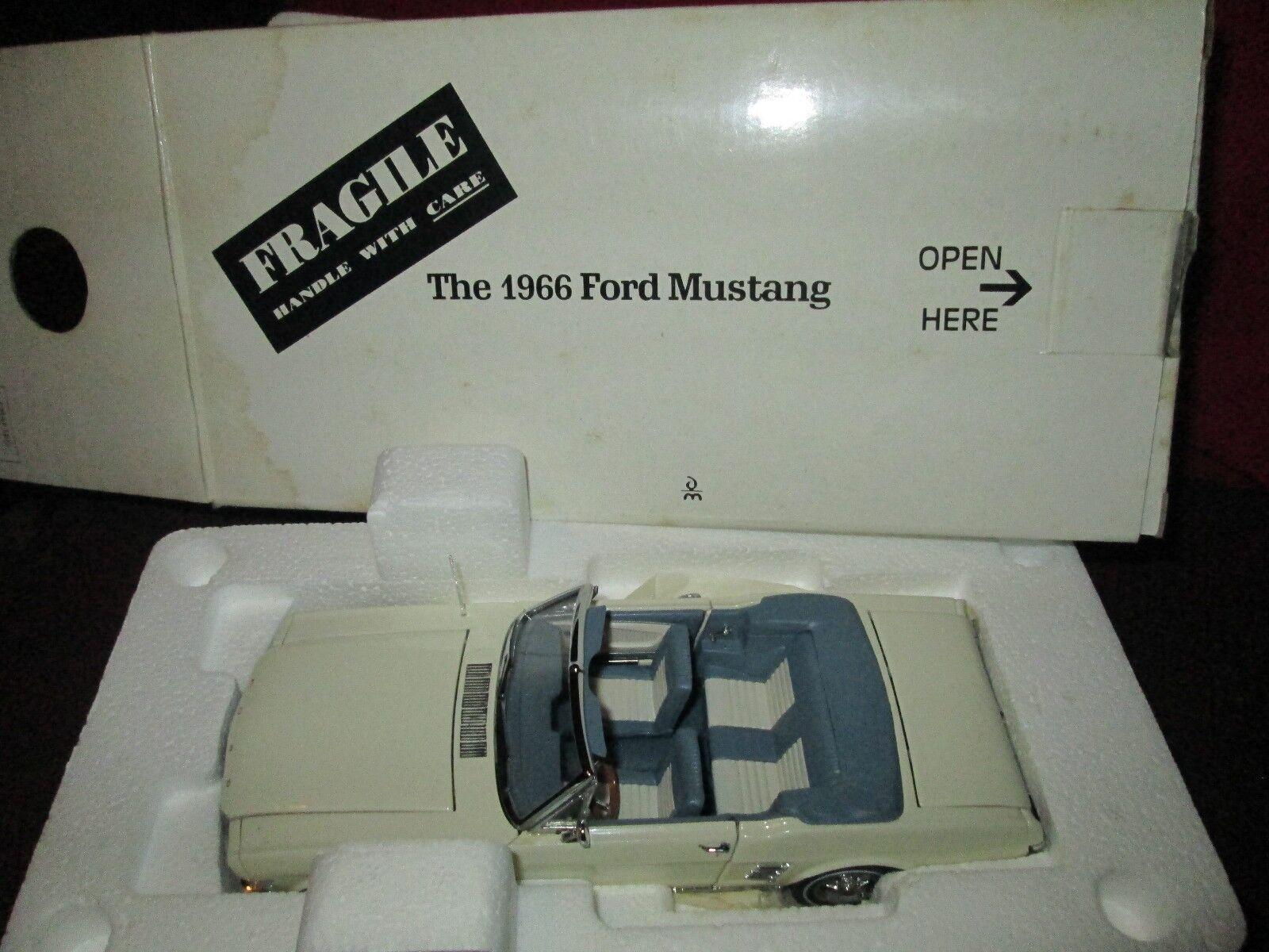 Danbury como nuevo 1966 Ford Mustang Converdeible 1 24 escala Diecast defectos de pintura blancoa