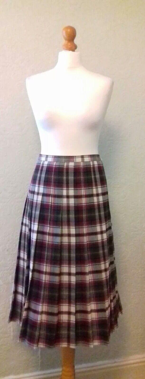 Tartan Skirt. Vintage . Size 18 UK.Made in Scotland Immaculate .100% Wool .(B30)