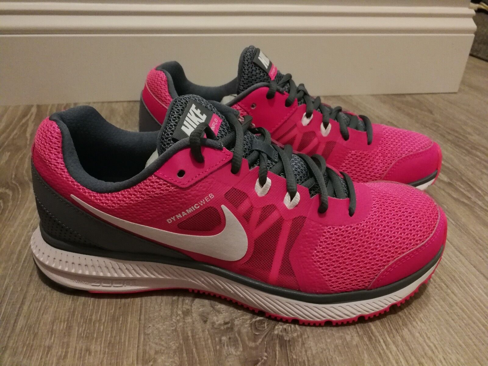 New in Box Nike ZOOM WINFLO Women's Sizes 10 Athletic shoes Pink & Gry 684490601