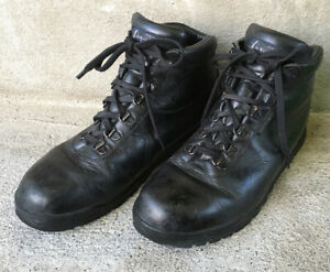 VASQUE 7136 Sundowner Black Leather Gore-Tex Hiking Backpacking Boots Men's 9 M