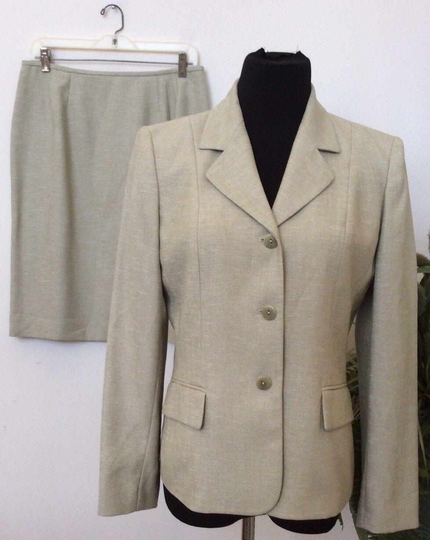 Le Suit Women's Career Ivory 100% Polyester 2 Piece Skirt Suit Size 10P EUC.