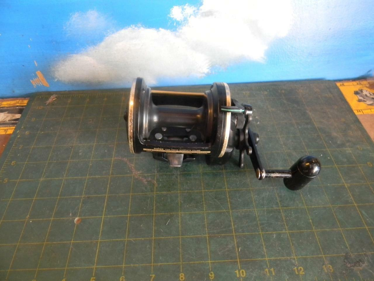 DAIWA SEALINE SG50H GRAPHITE STAR DRAG CONVENTIONAL FISHING REEL WITH CLAMP