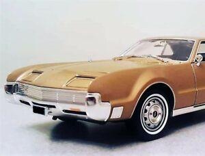 1967-OLDS-Oldsmobile-Toronado-1-Car-Carousel-Gold-18-Metal-Promo-Model-24-442