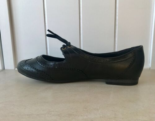 Women/'s Black Vegan Leather Laced Slip On Flats