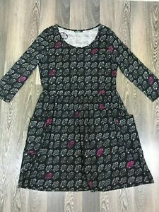 Marimekko-Omena-3-4-Sleeve-With-2-Front-Pockets-Crew-Neck-Floral-Gray-Dress