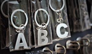Schluesselanhaenger-Buchstaben-A-bis-Z-aus-Metall