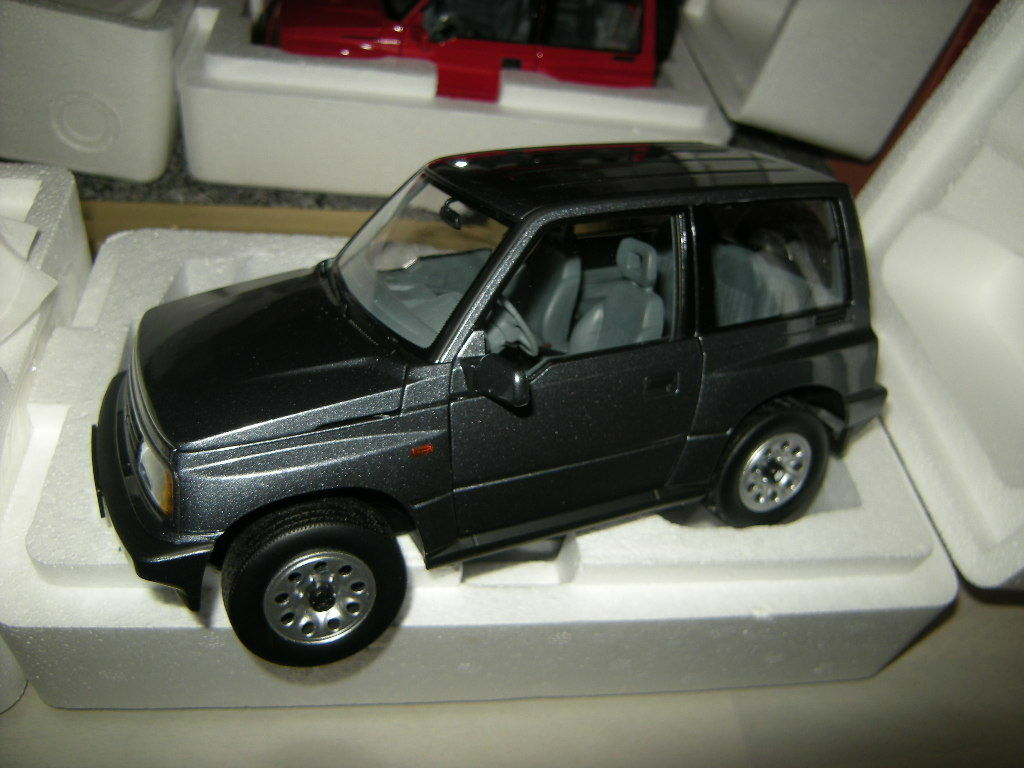ventas directas de fábrica 1 18 Century Century Century Dragon dorlop Suzuki Vitara Escudo RHD gris gris OVP  salida
