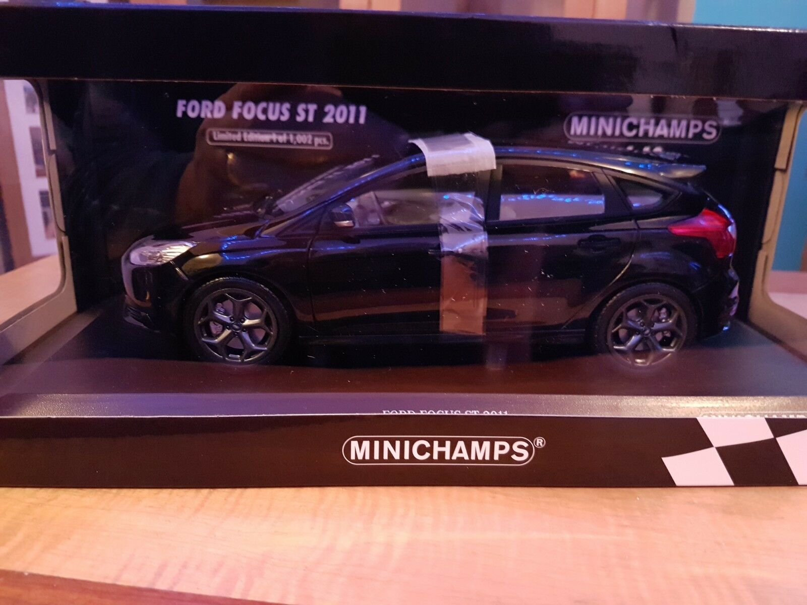Minichamps FORD FOCUS ST2011 NERA SCALA 1.18