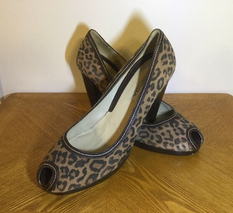 Via Spiga Peep Toe Pumps High Heels Größe 9 Leopard Print Leder Made In