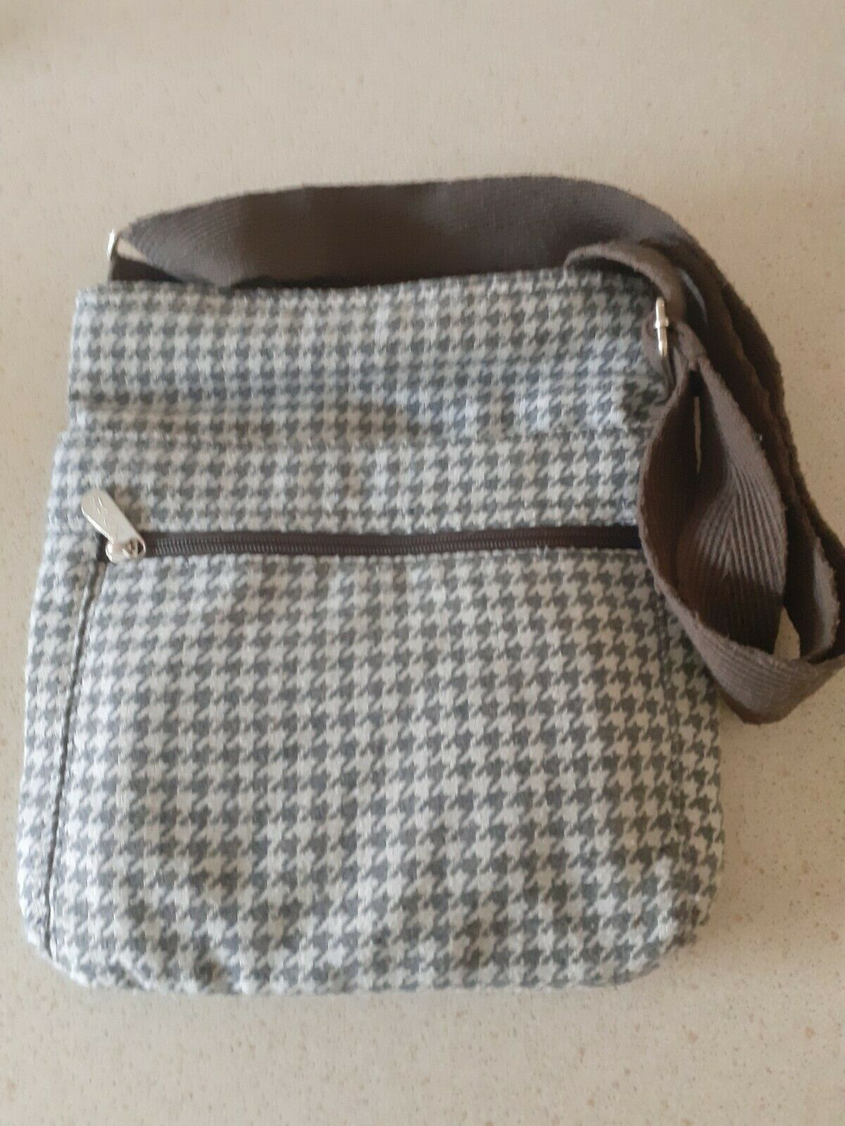 Thirty One - ladies across the shoulder fabric bag / matching purse - grey/white