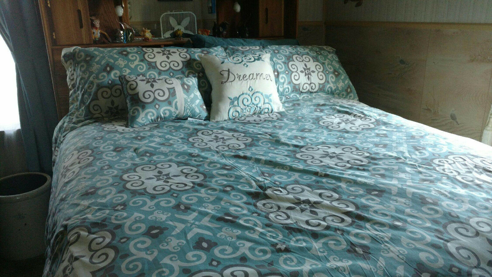 5PC Home Fashion King Size Bed Set, Comforter, 2 Shams, 2 Accent Pillows, EC