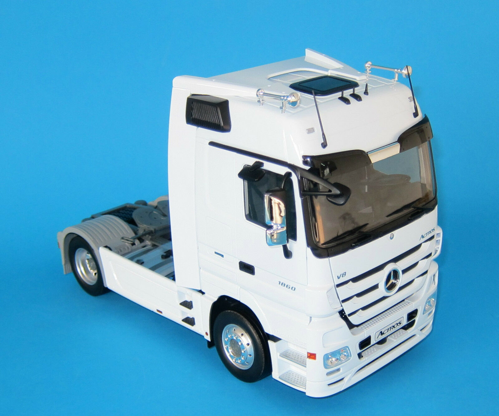 Eligor Mercedes - Benz Actros Truck 1 18 scale die cast WHITE RARE