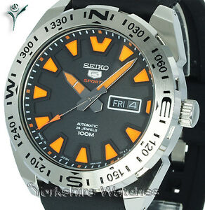 New-SEIKO-SPORTS-AUTO-CHARCOAL-BLACK-FACE-WITH-COMFORT-BUCKLE-STRAP-SRP741J1