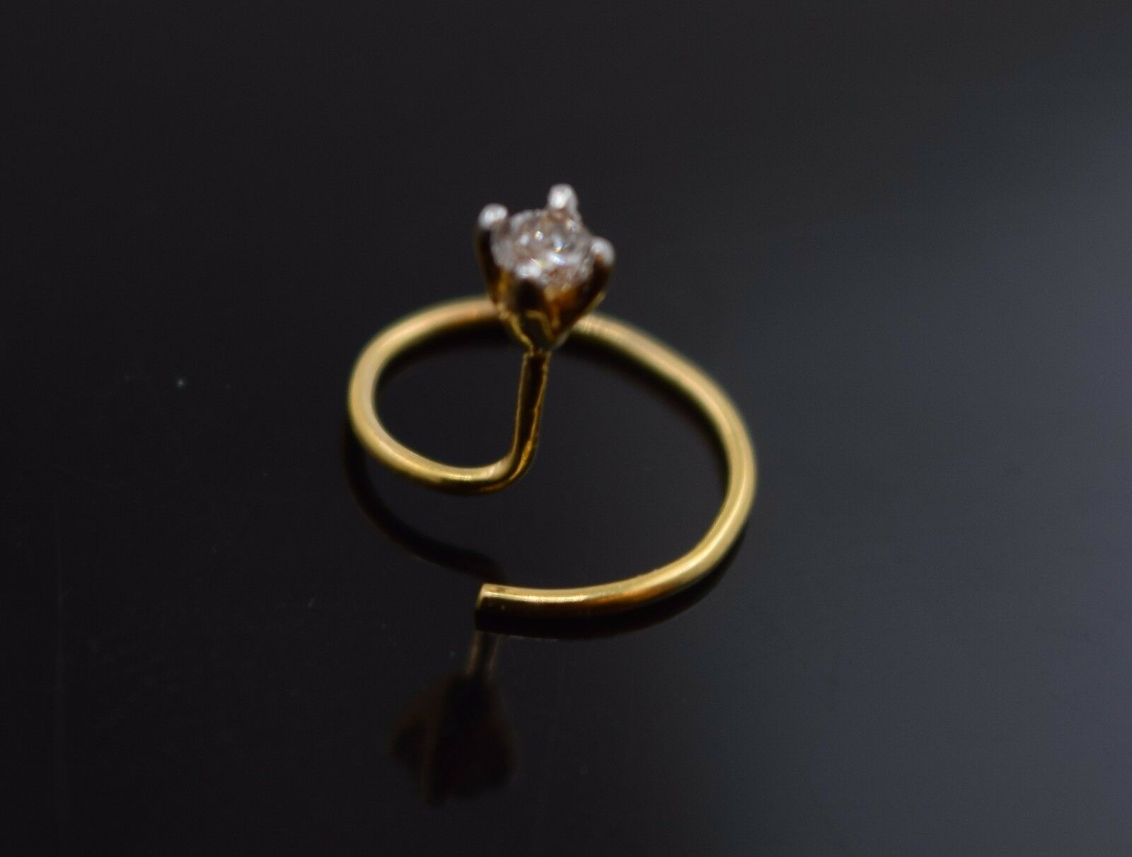 Authentic 18K Yellow gold Nose Ring Round-Cut-Diamond VS2 n004