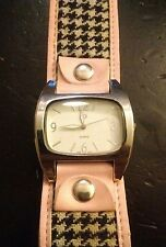 Vintage GG Urban pink.com ladies watch, running with new battery NR