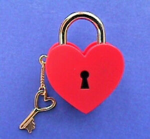 Hallmark-PIN-Valentines-Vintage-HEART-LOCK-amp-KEY-Brass-Charm-Holiday-Brooch