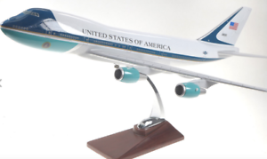 AIR-FORCE-ONE-UNITED-STATES-USAF-AIRFORCE-1-PLANE-MODEL-ON-STAND-APX-47cm-SOLID