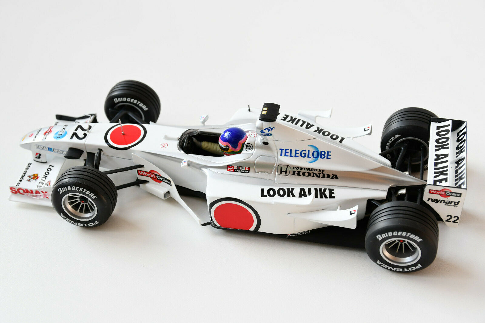BAR 02 Honda 2000  22 J.Villeneuve F1 1 18 • Paul's Model Art Minichamps