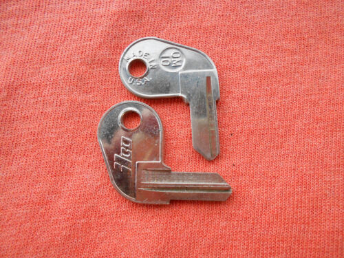 2 JOHNSON EVINRUDE BOAT KEY BLANKS OM10
