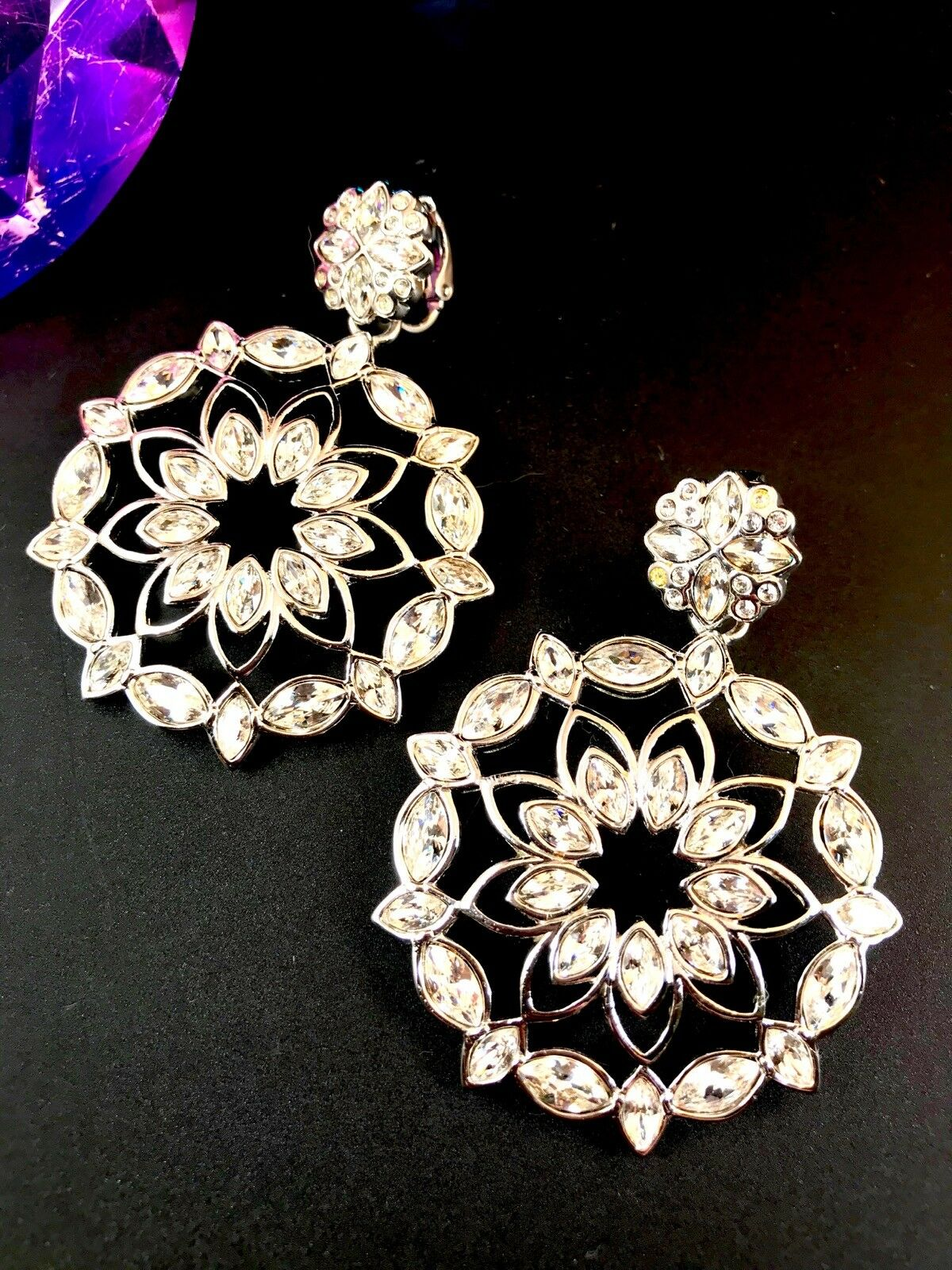 PERFECT WINTER HOLIDAY SWAROVSKI RHODIUM RHINESTONE SNOWFLAKE DANGLE EARRINGS