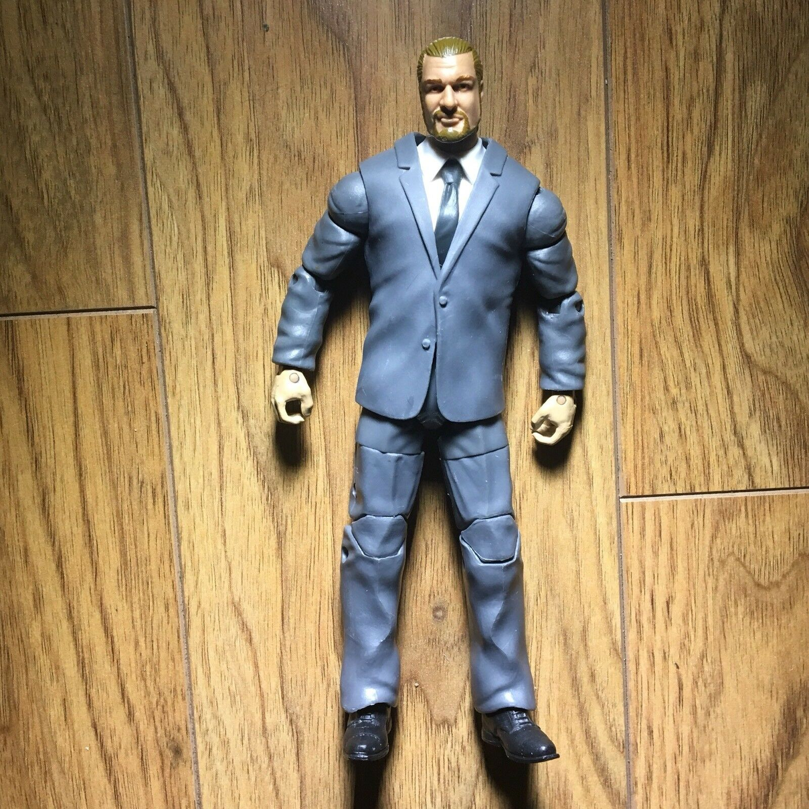 WWE ELITE COO TRIPLE H FIGURE TOYS R US MAILAWAY EXCLUSIVE AUTHORITY SUIT Rare
