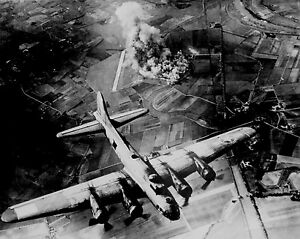 USAAF-B-17-OVER-TARGET-GERMANY-WW2-WWII-World-War-Two-US-Army-Air-Corps-WW273