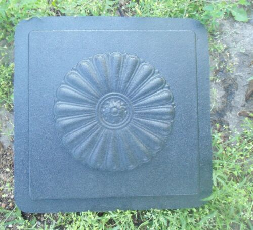 Tuscan tile accent mold with raised center embellishment