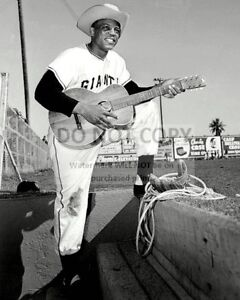 WILLIE-MAYS-w-COWBOY-HAT-amp-GUITAR-DURING-SPRING-TRAINING-8X10-PHOTO-DD-031