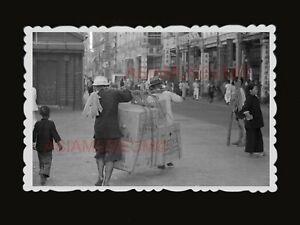 1940s-Des-Voeux-Road-Street-Scene-Cargo-Kotex-Vintage-B-amp-W-Hong-Kong-Photo-1663