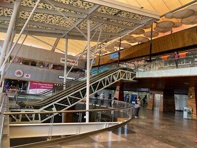 Renta Local en Centro Comercial Desierto de los Leones