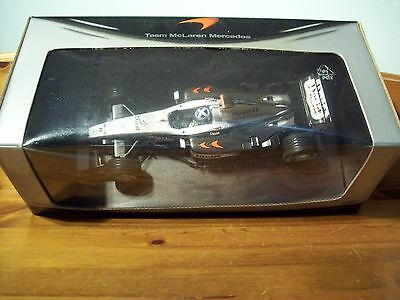1/18 Mclaren Mercedes Mp4/17d David Coulthard Team Edition Box-mostra Il Titolo Originale Bello A Colori