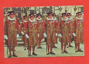 Royaume-Plain-Yeomen-Warders-at-the-Tower-of-London-J9319