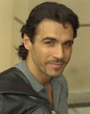 Adrian Paul UNSIGNED photo - B1646 - Highlander and The Colbys