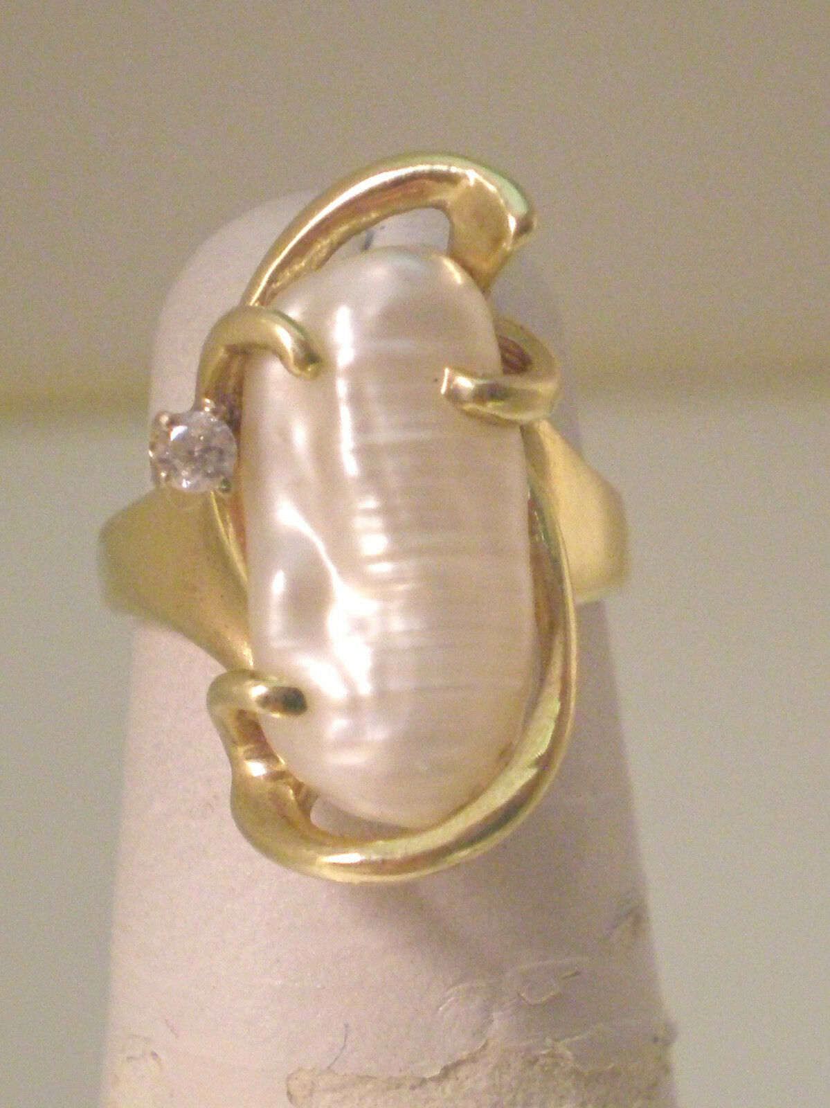 DEA2 14k gold Pearl Ring with Diamond Accent