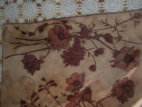 1040 S silk scarf main reportées edges. brown background with brown flowers afficher le titre d'origine