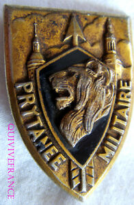 IN6856-INSIGNE-PRYTANEE-MILITAIRE-ecu-lion-de-profil-dos-grenu