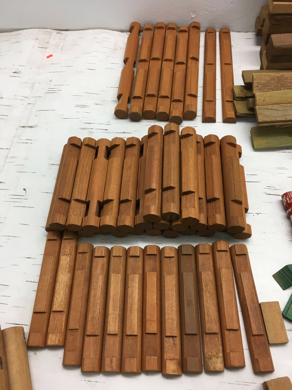 Lot of 350+ Lincoln Lincoln Lincoln Logs Roof Slats Columns Tung Groove Wooden Playset {AG} 6d3f8c
