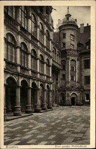 Dresden-Sachsen-AK-1920-30-Schloss-Schlosshof-Gebaeude-Bauwerk-Palast-ungelaufen