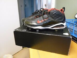 NIKE ID FOOTBALL BOOTS  BLACK amp RED  GREAT CONDITION  SIZE 7  SILLY CHEAP - Uxbridge, United Kingdom - NIKE ID FOOTBALL BOOTS  BLACK amp RED  GREAT CONDITION  SIZE 7  SILLY CHEAP - Uxbridge, United Kingdom