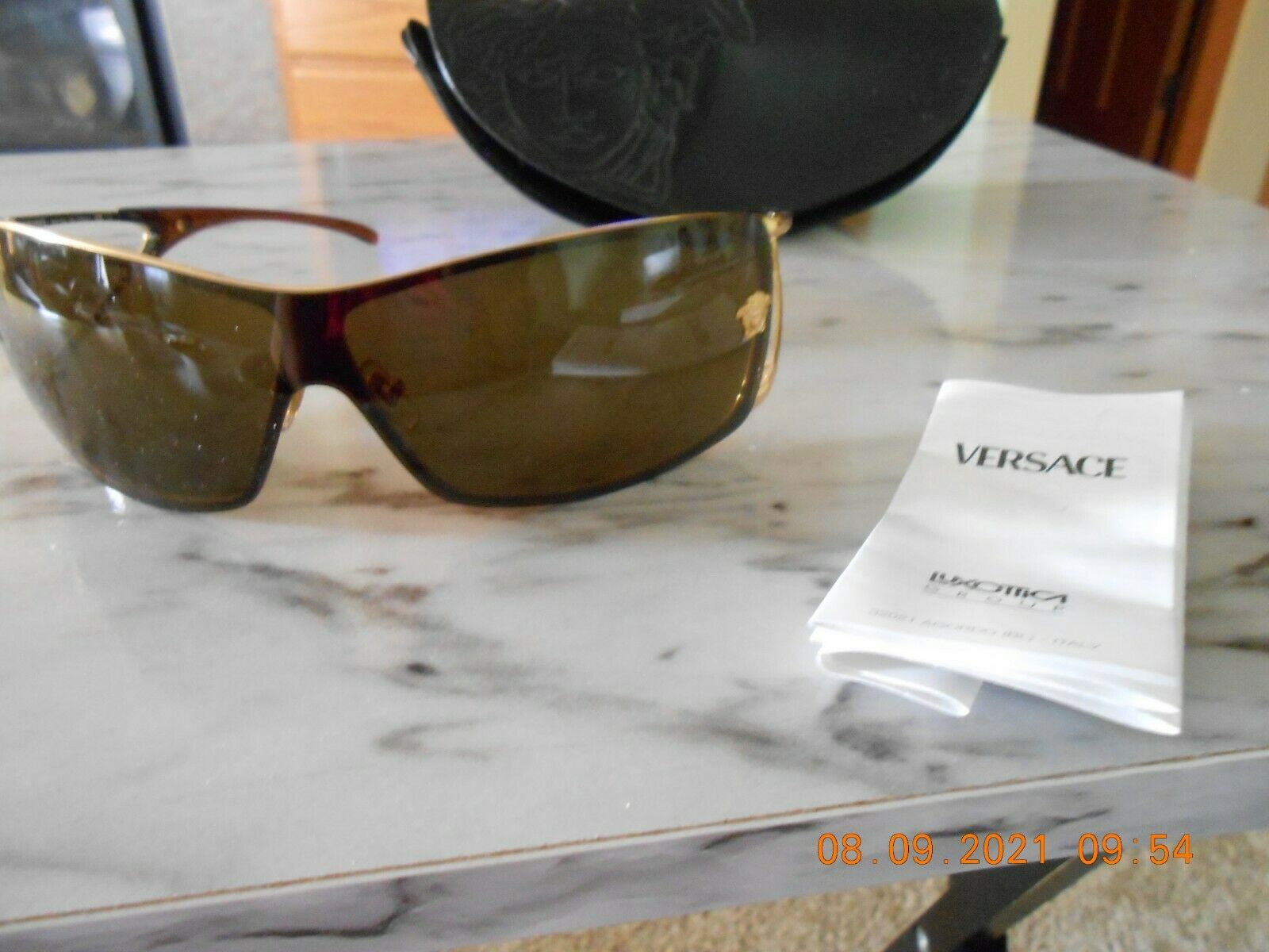~ NEW ~ Versace Sun glasses with case ~ Gorgeous ~