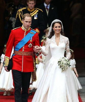 """Z1129 Prince William and Kate Middleton UNSIGNED 10/"""" x 8/"""" photograph"""