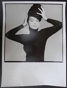 Photo-Clive-Arrowsmith-Model-with-black-hat-Tirage-argentique-d-039-epoque