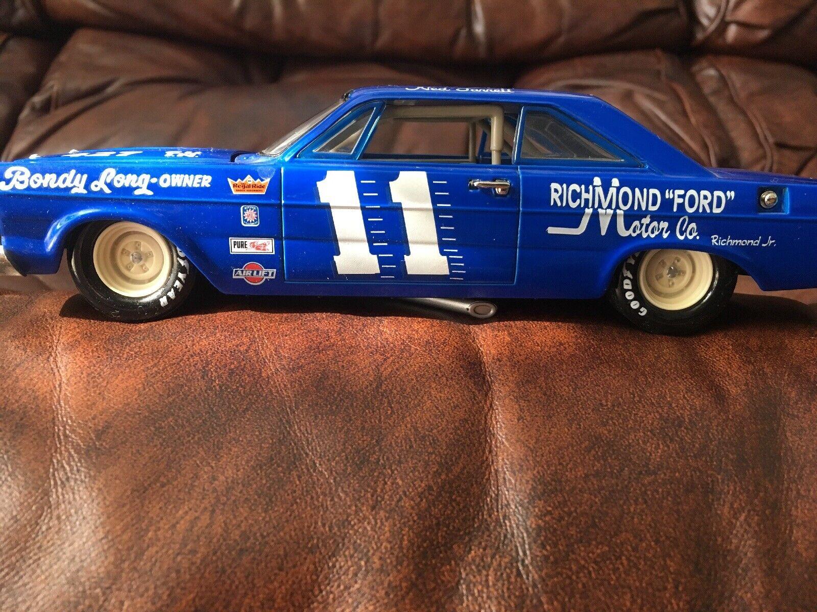 1 24 Diecast 1965 Ford Galaxie NASCAR Ned Jarett