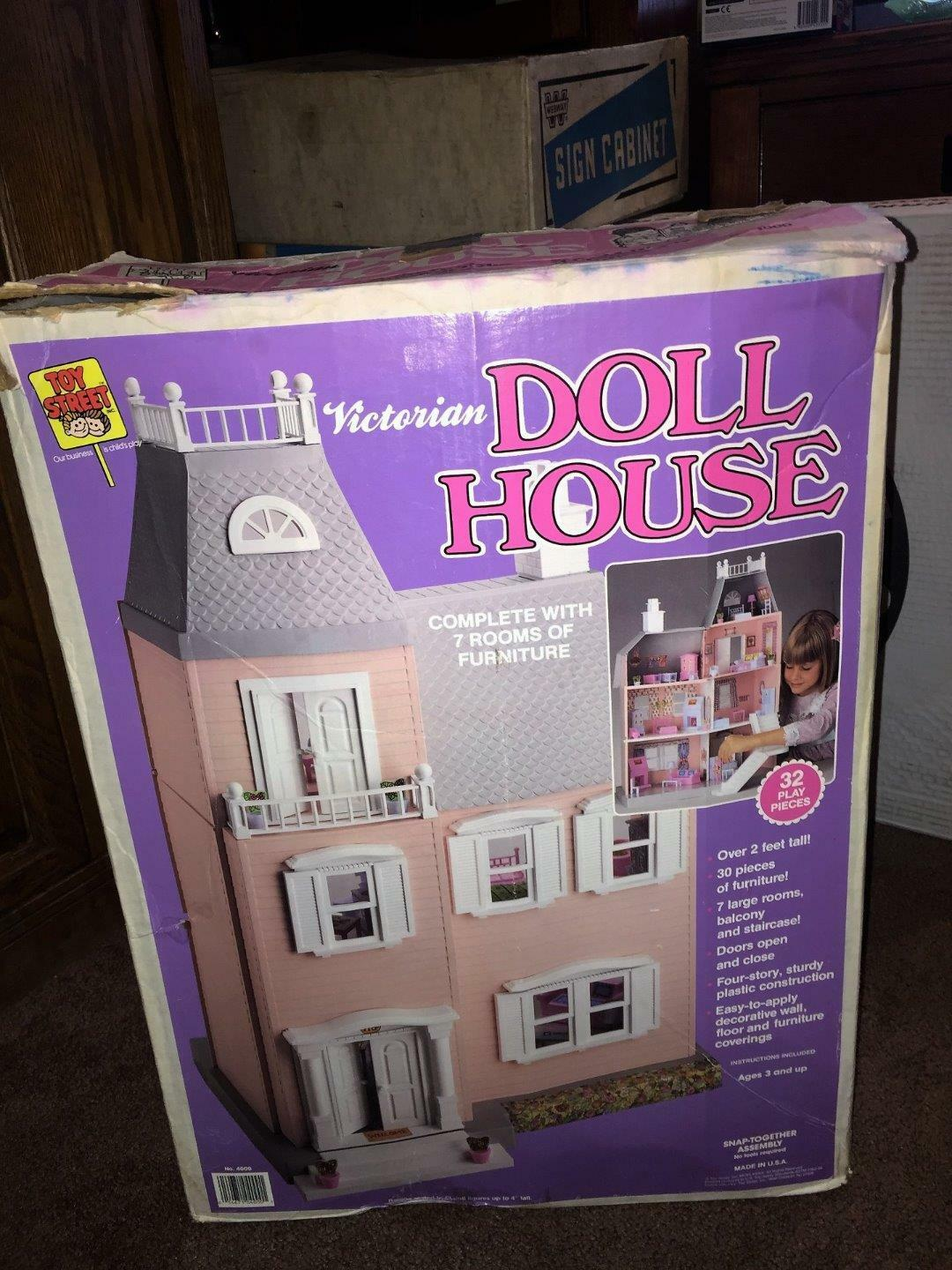 VINTAGE 1989 TOY STREET VICTORIAN DOLL HOUSE (7 ROOMS OF FURNITURE, AND DOLLS)