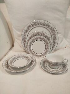 Florentine Fine China Dinnerware Platinum Trim Sango  87 pieces Japan