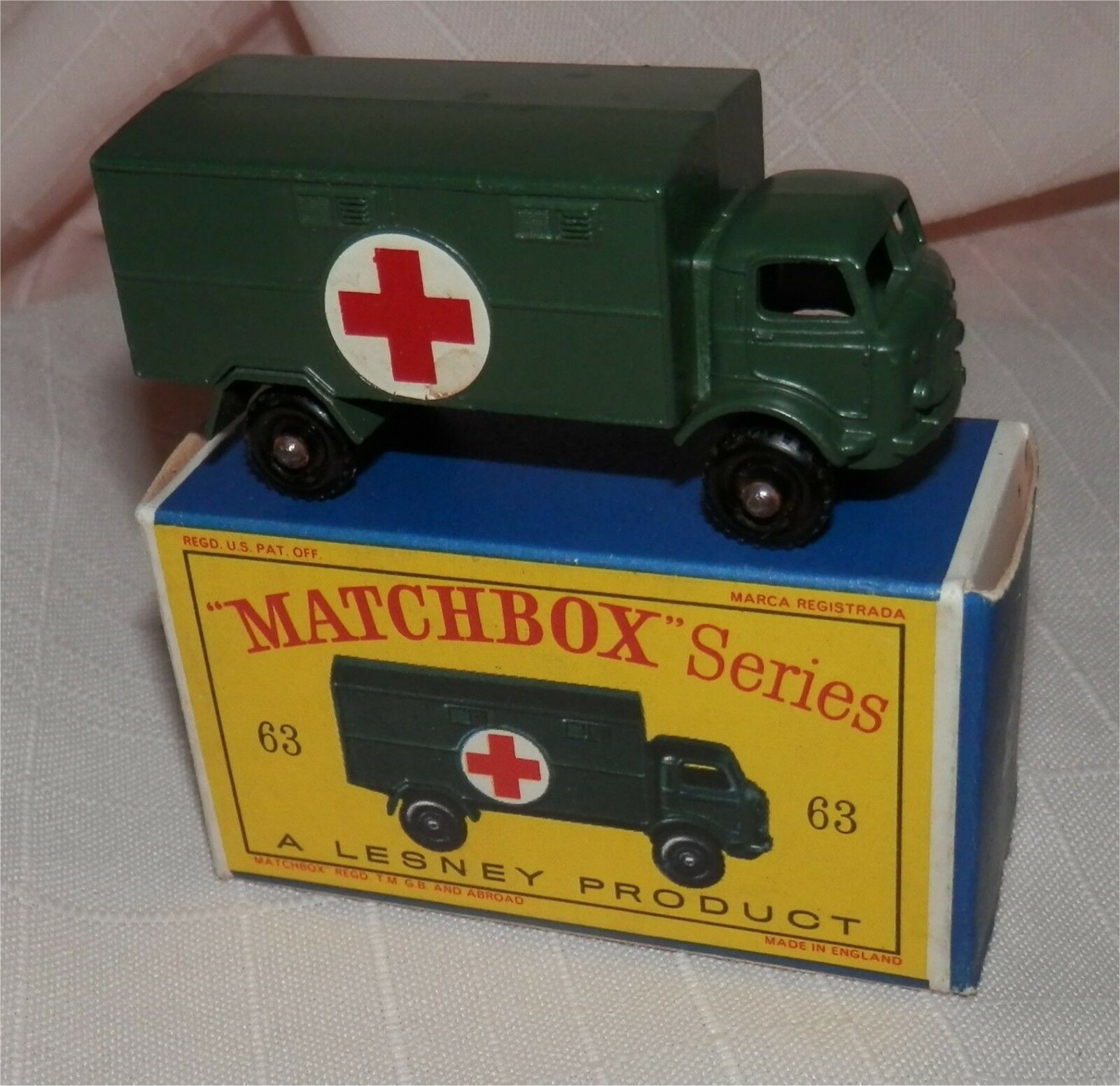 1960s lesney MATCHBOX FORD SERVICE MILITARY ARMY AMBULANCE.MINT in box.Original