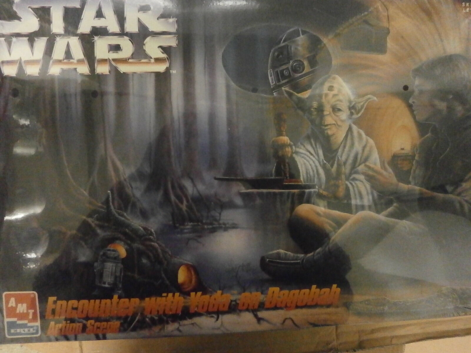 AMT 8263  Star Wars Encounter with Yoda on Dagoba action scene.