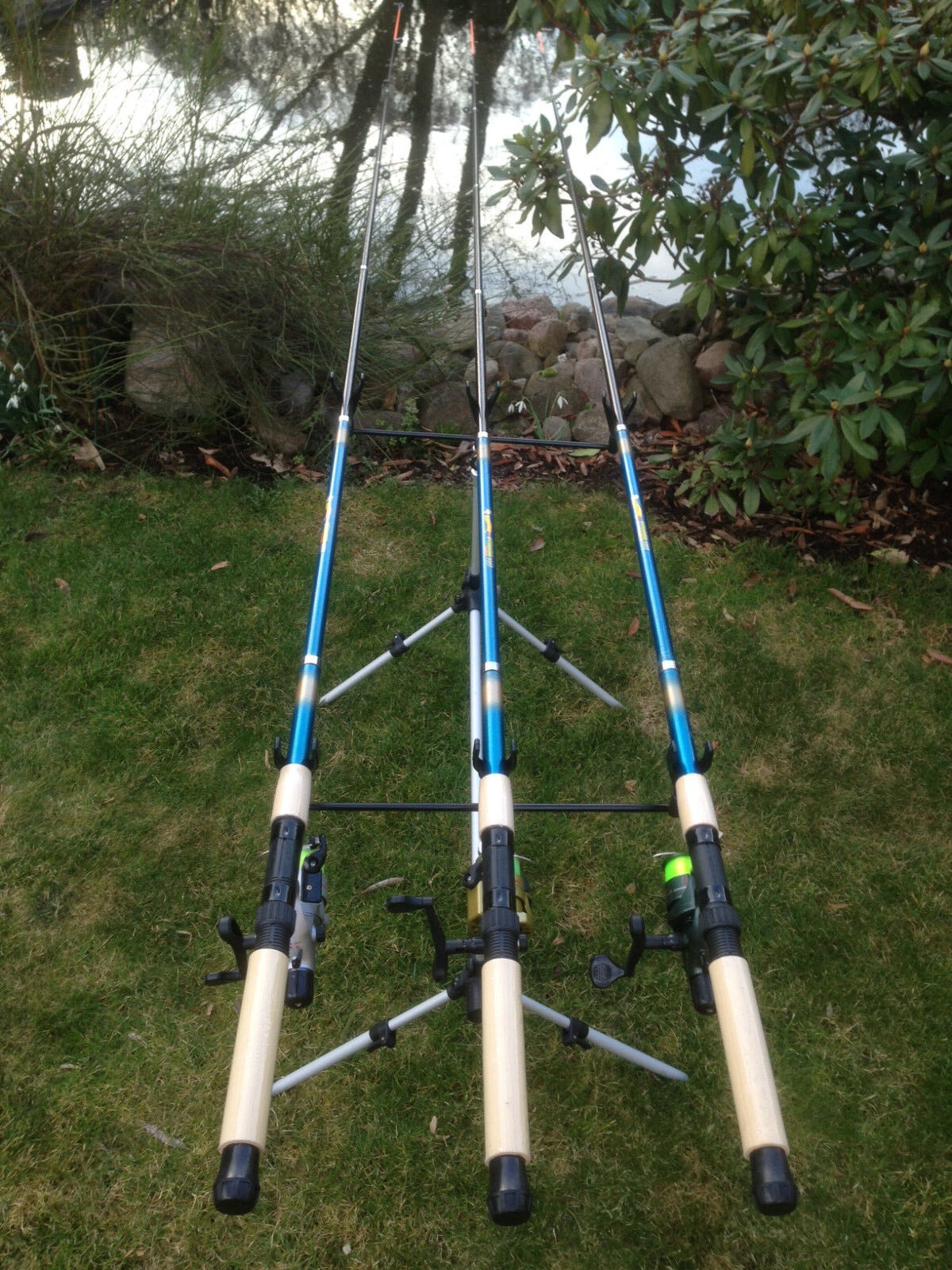 (H) 3x 4,50 Angelset Angelrute 3x Angelrolle CB640 + Rod Pod 280509