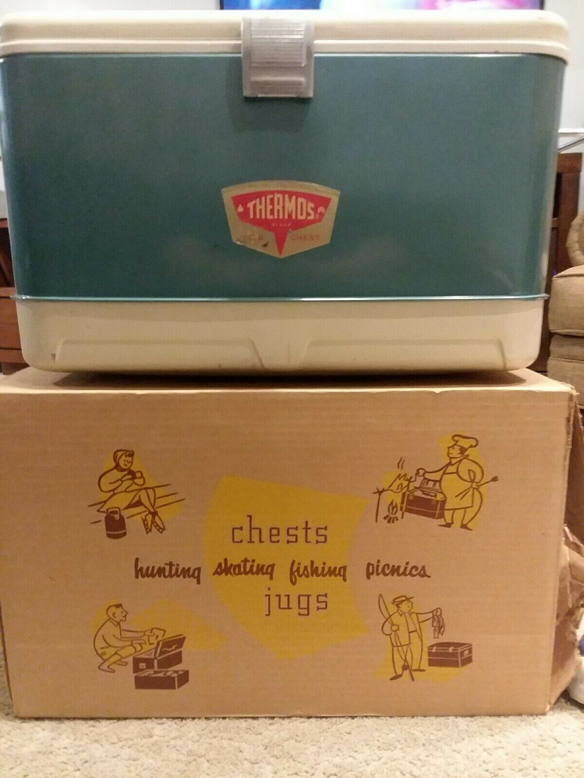 Vintage Thermos Ice Box. Unkown date. Never seen Thermos badge.  Great condition  cheap store